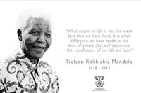 在曼德拉逝世后,南非总统府官网页面变为黑白色调,刊登曼德拉遗像及名言,向其致哀。.png