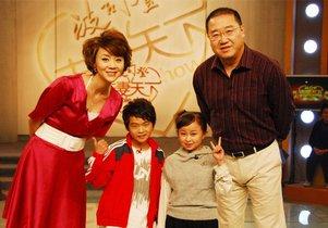 秦学士8岁时像所有袖珍人一样身高长到一米三就不长