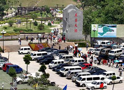 木兰湖七星岛大酒店是武汉市郊第一家四星级旅游饭店.