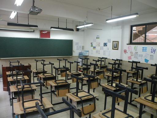 探究型教室1间,教学大楼各层面教室均有投影仪
