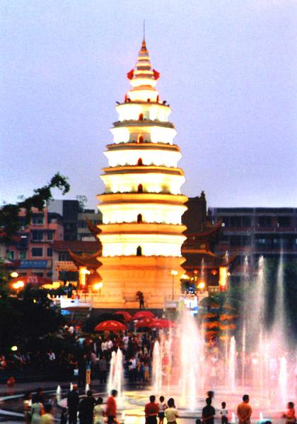 泸州报恩塔位于泸州市区