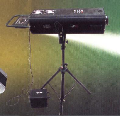 需要有一个触发器,追光灯触发器能在接通电源瞬间
