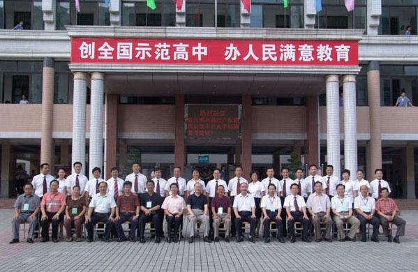 编辑本段师资状况   宝安中学有中学高级教师,副教授 133人,特级教师