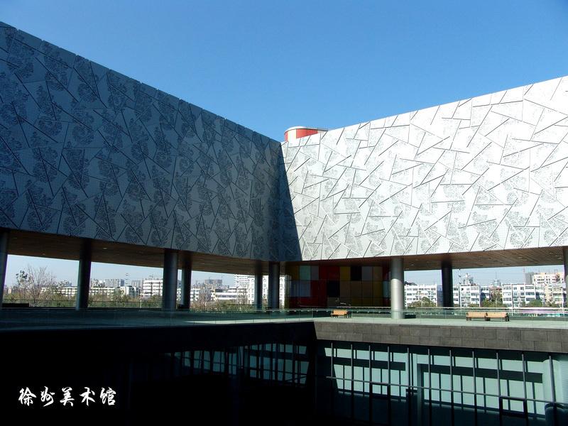 此外,徐州艺术馆的设计体现了良好的亲水性.