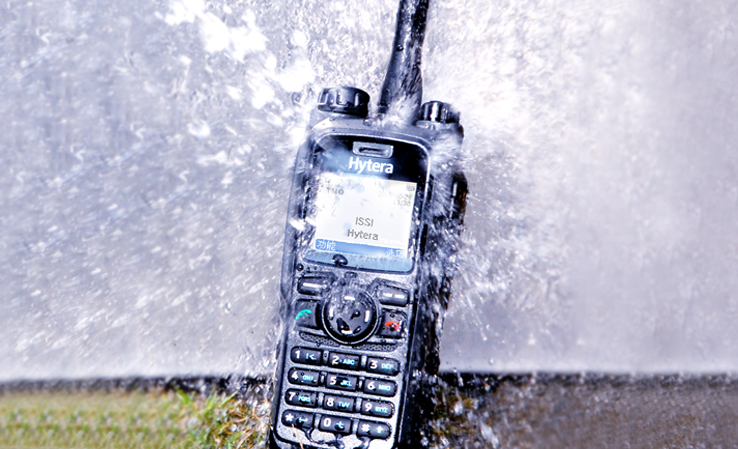 检波后的音频信号,经电容器c8耦合到低频放大器的输入端,经放大后由