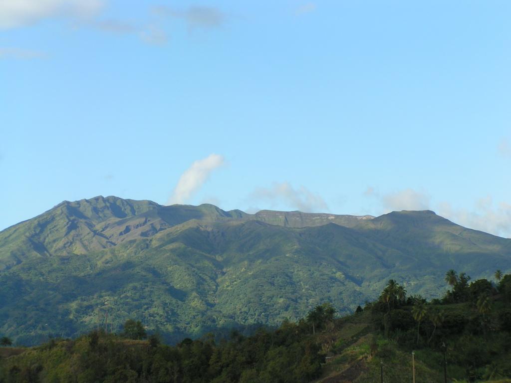 西印度群岛中圣文森特岛北部的活火山.位于乔治敦以西约9公里.
