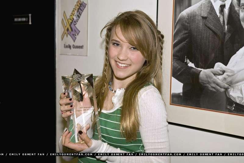 艾米丽·奥斯蒙特是史上最经典童星之一的海利