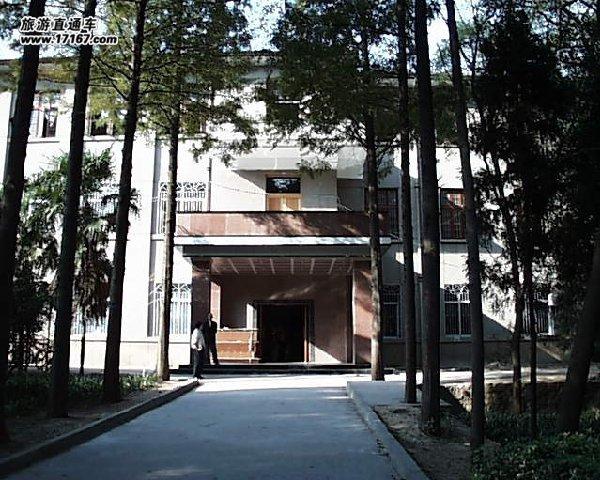 大学入口花坛设计图