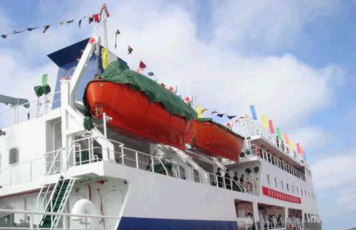 """2007年2月10日在西沙群岛最大的岛屿——永兴岛举行首航仪式,""""琼沙3号"""