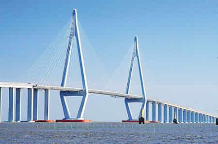 杭州湾跨海大桥后国   内第三长的跨海大桥,在舟山大陆连岛工程的5座