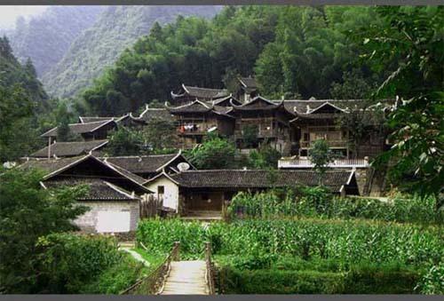 坐落在武陵山北麓的彭家寨