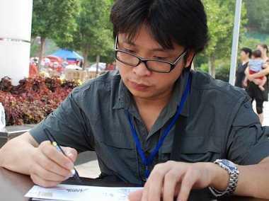 1990年毕业于四川美术学院附中; 中国邮票设计师——沈嘉宏;; 州亚残