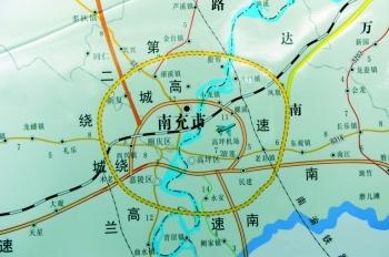 在东边连接南大梁高速公路与南广高速公路
