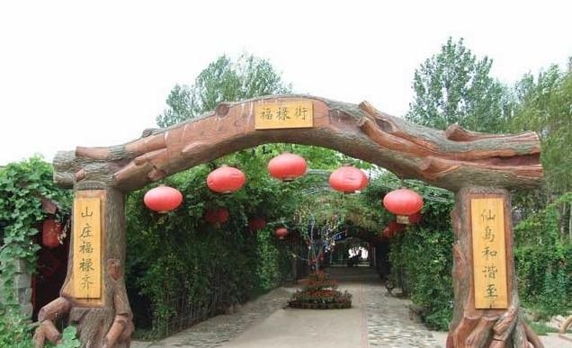 葫芦岛市唯一一座城市历史馆,所有展品达4000余件;在葫芦山庄不仅惊叹