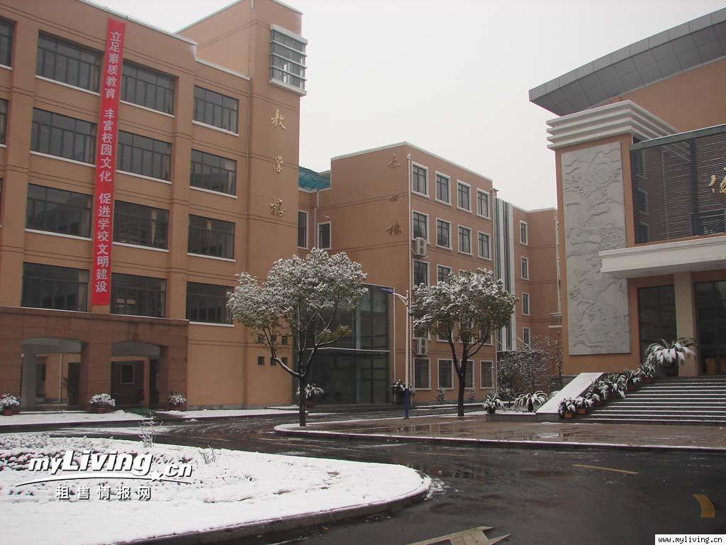 上海市奉贤区古华中学位于南桥镇古