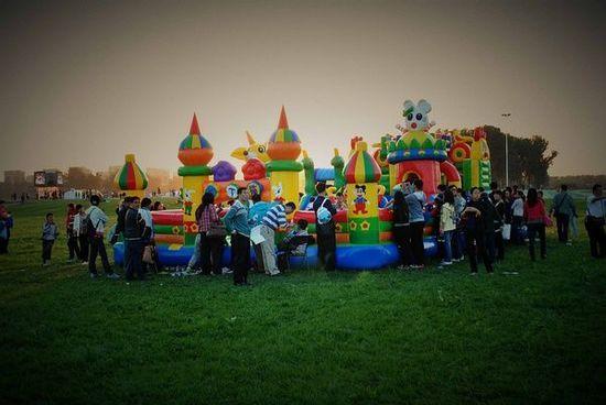 环保袋,杯子,陶艺,玩具,办公,生活用品等)   儿童游乐场——充气城堡
