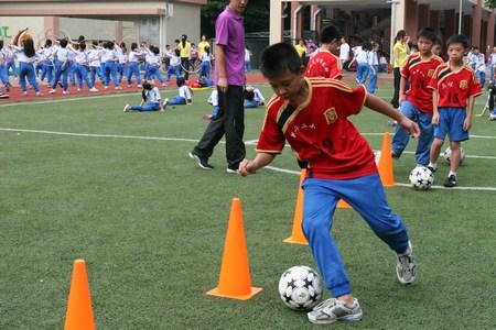 现代指踢足球+基本方法